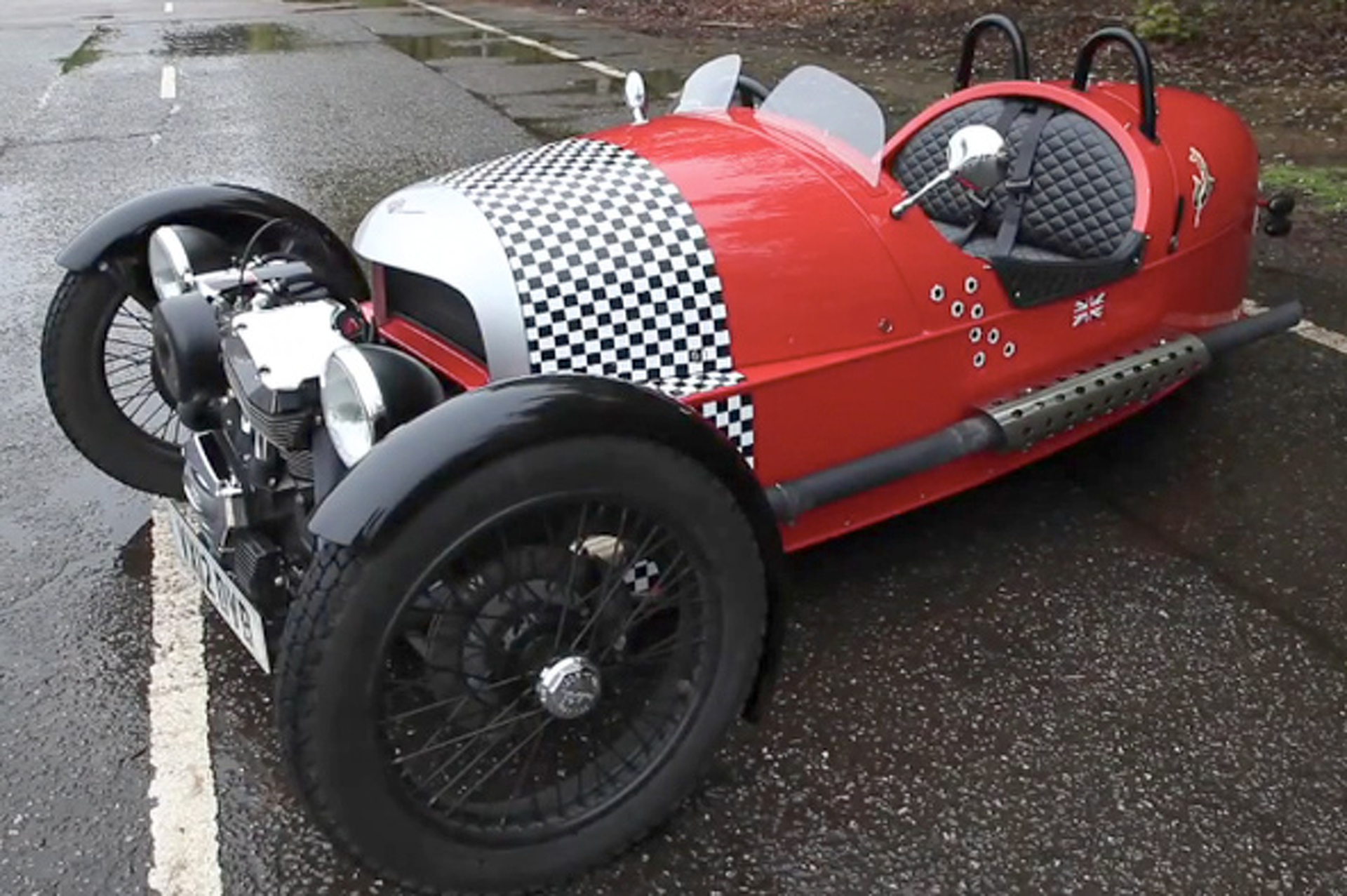 Video: Autocar Takes the Morgan Three-Wheeler For A Spin