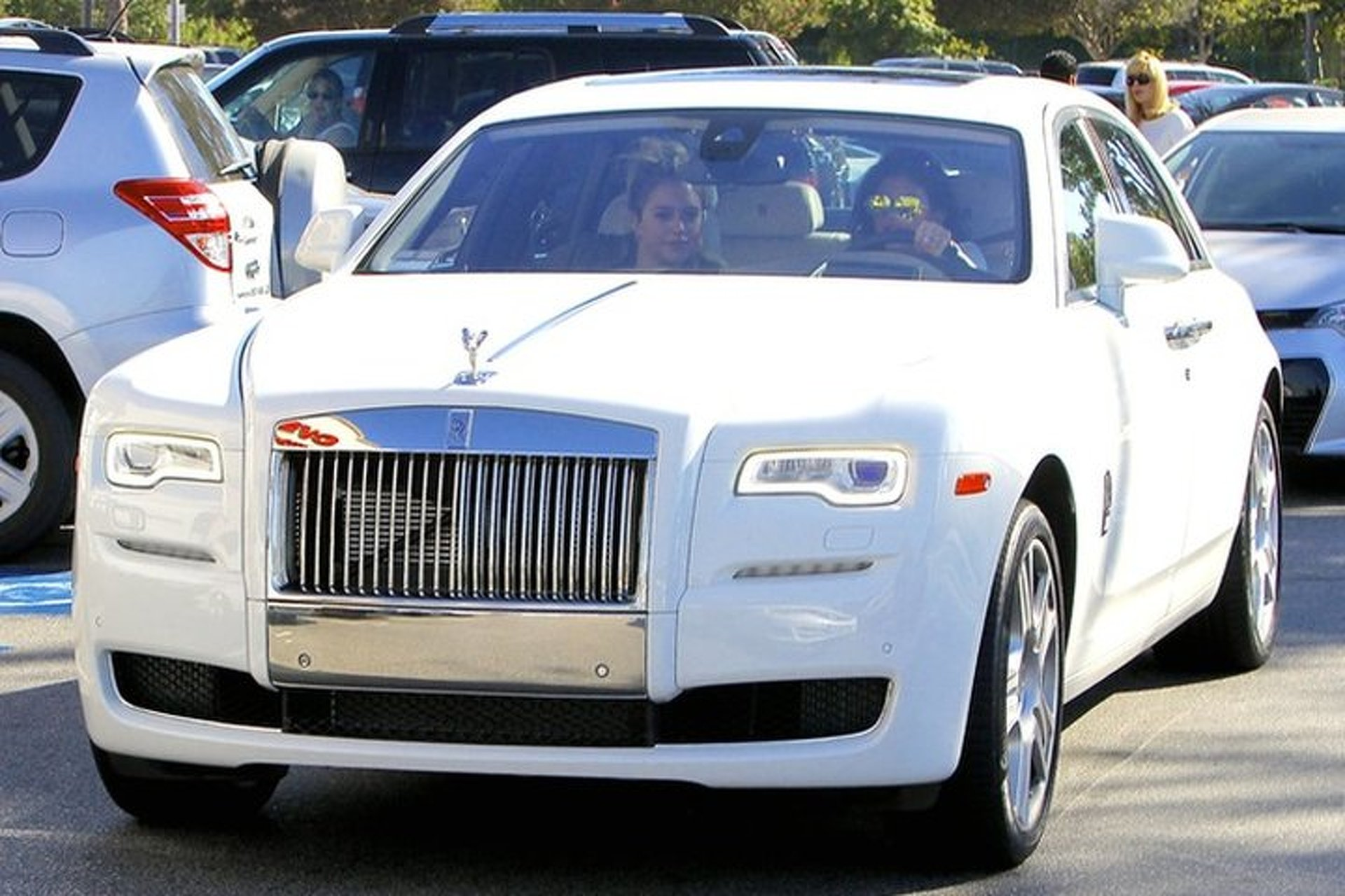 Kylie Jenner Takes to Social Media to Show off new Rolls-Royce