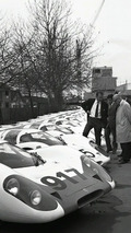 Ferdinand Piëch (left) and Helmuth Bott (right) with the Porsche Type 917 in Works 1 on 04.22.1969