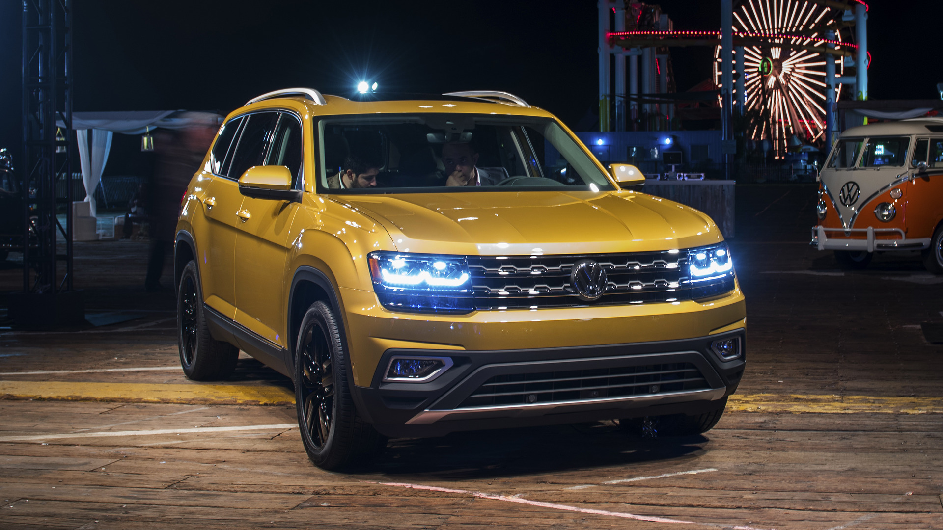 volkswagen reveals 2018 atlas with two engines three rows