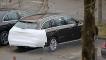 2017 Mercedes E-Class Estate seen with masked rear end [video]