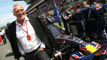 Mateschitz criticises Renault, writes off 2009 title