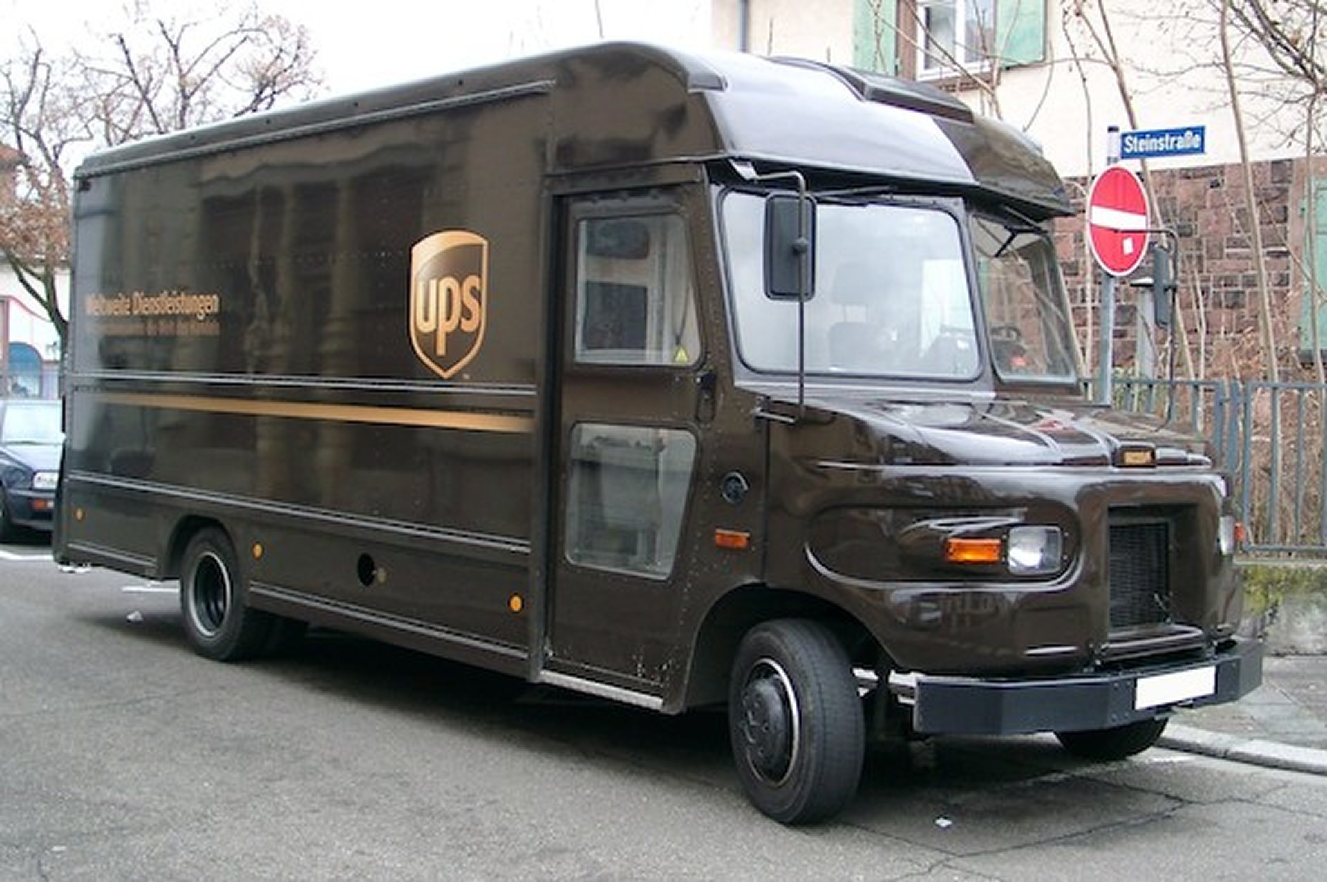 Study: Men Who Drive Minivans Less Attractive than UPS Guy