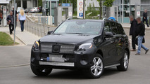 2015 Mercedes M-Class facelifted spied with less disguise