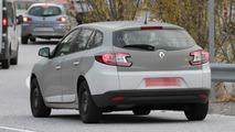 2016 Renault Megane chassis testing mule spy photo