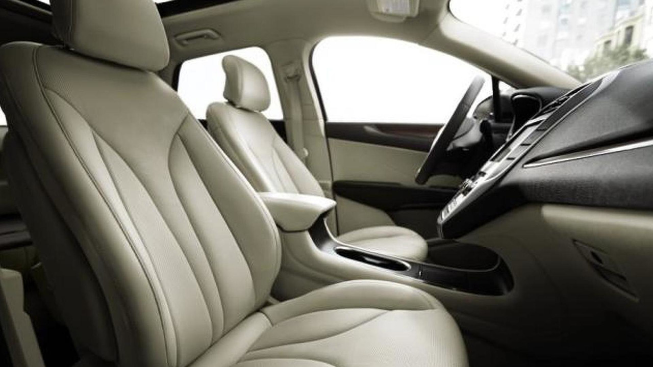 2015 Lincoln MKC with Bridge of Weir leather