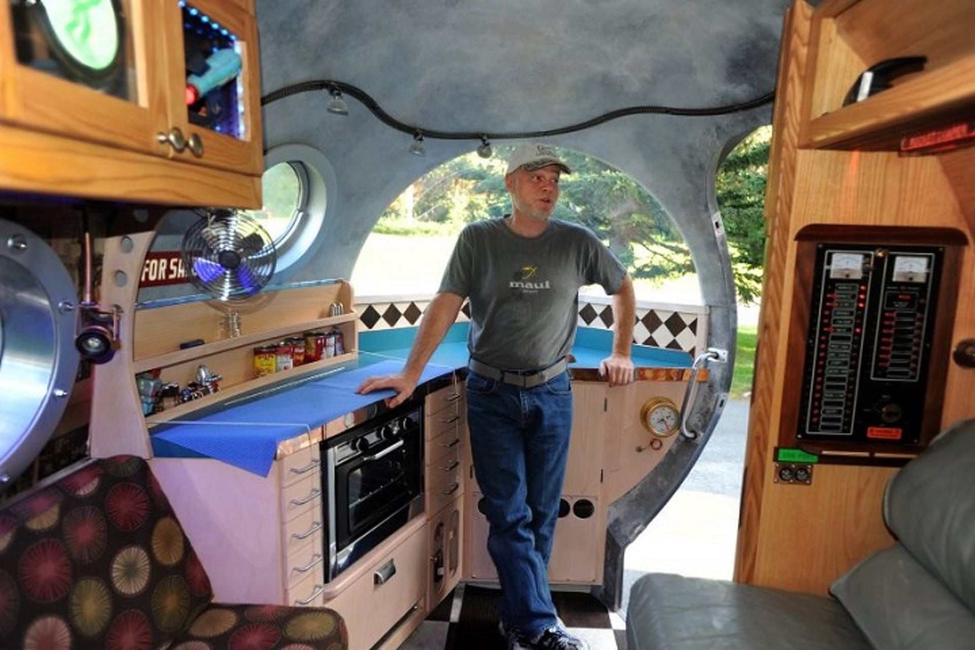 Retro-Tastic Atomic Camper is a Slice of Pure Awesome