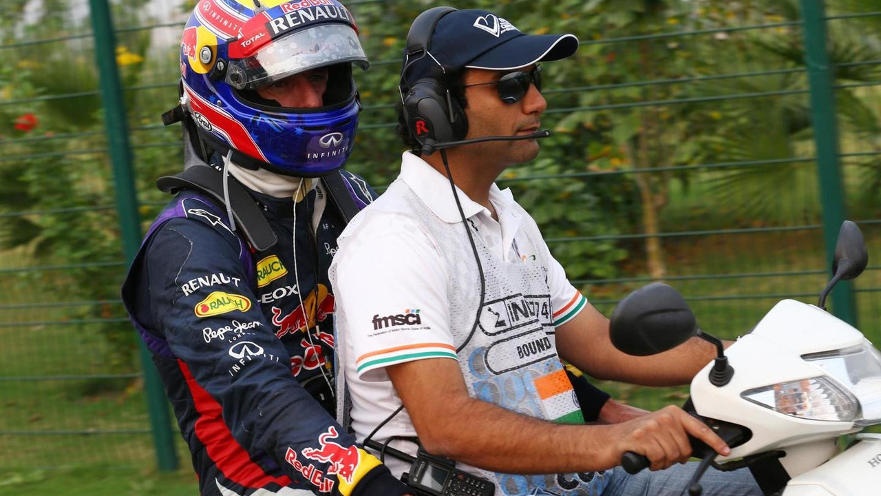 Mark Webber heads back to the paddock after he retired from the race 27.10.2013 Indian Grand Prix