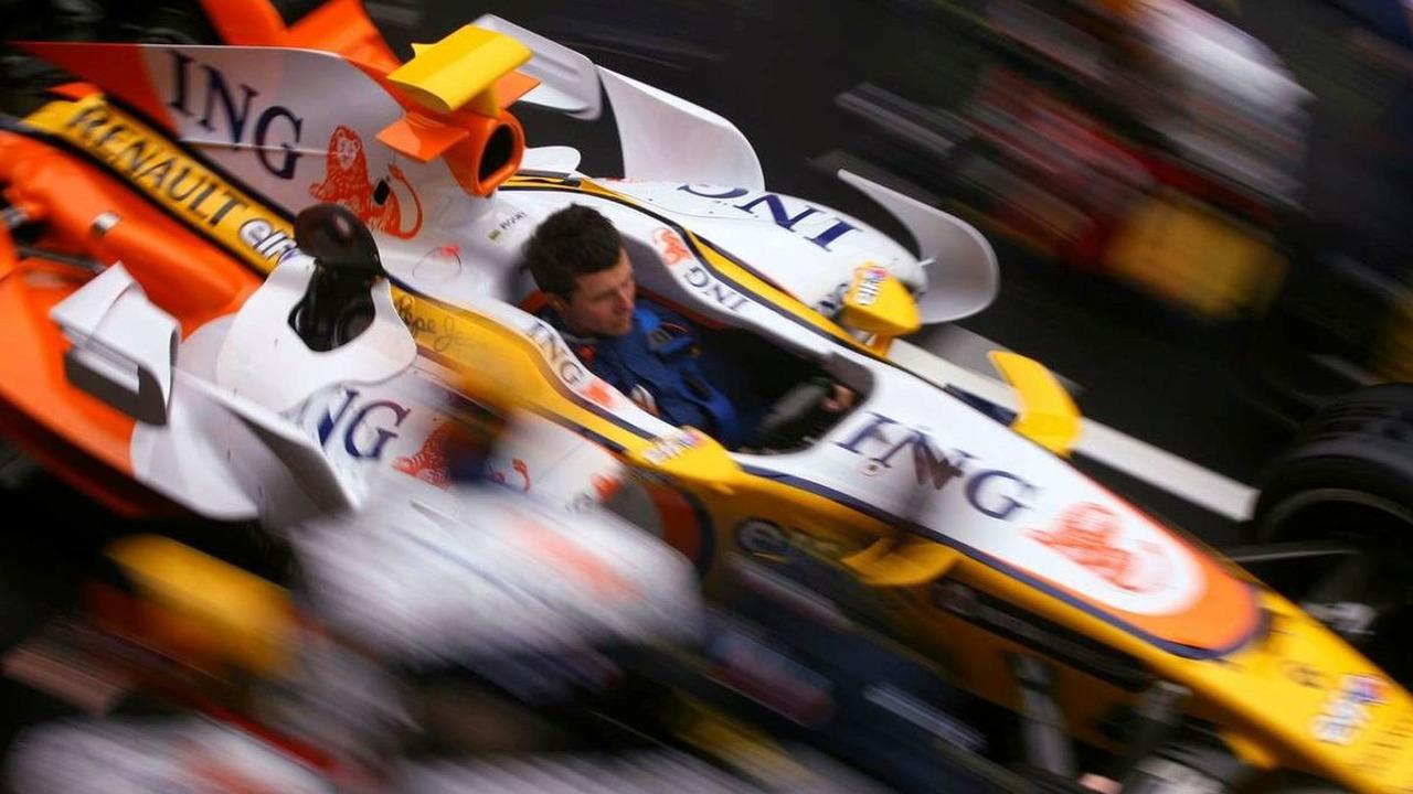 Renault F1 Team mechanics practice pitstop, Barcelona, 25.02.2008 Barcelona, Spain