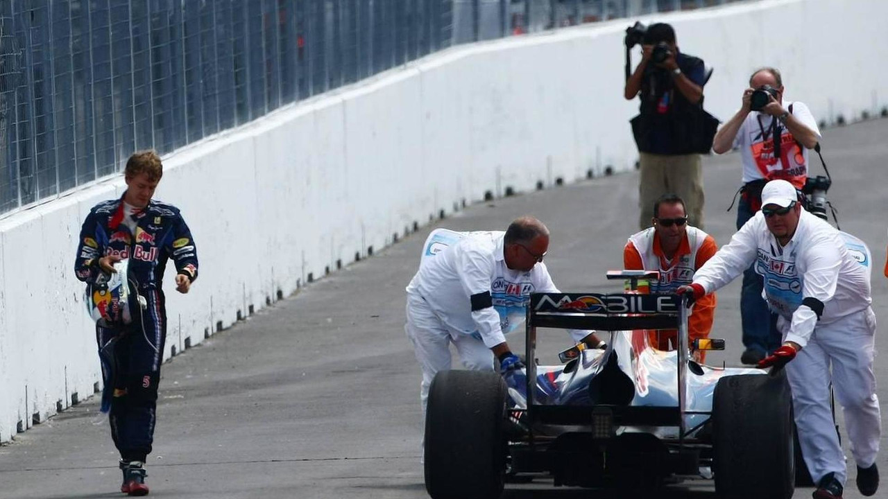 Sebastian Vettel (GER), Red Bull Racing walks back after running out of fuel, Canadian Grand Prix, Sunday Race, 13.06.2010 Montreal, Canada