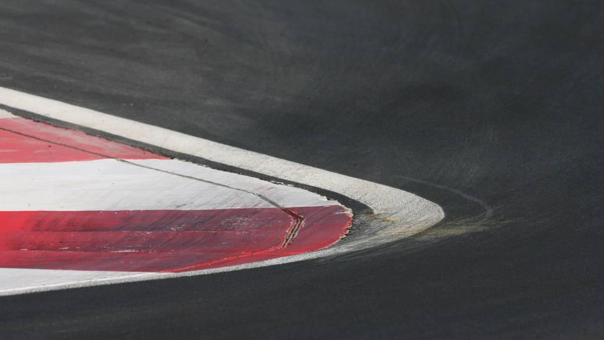 FIA to remove pit entry white line overnight
