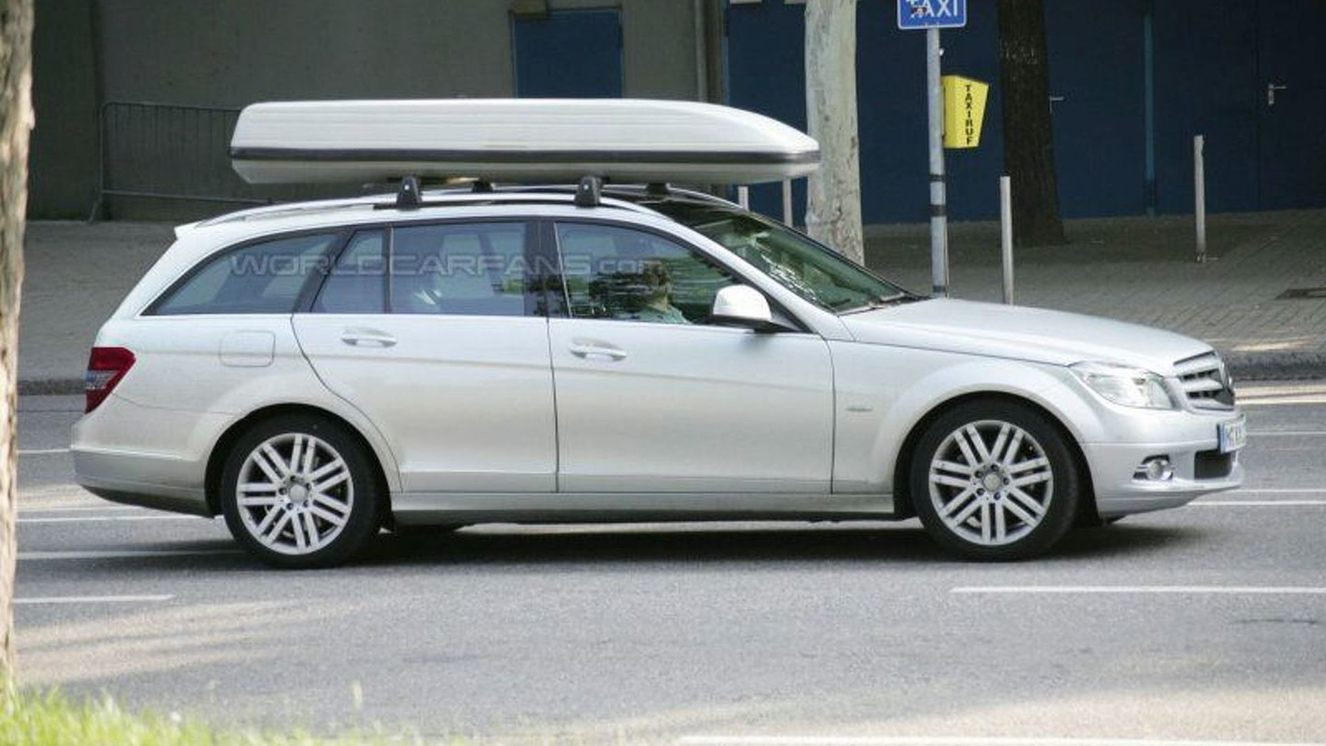 Mercedes c class wagon latest spy photos for Mercedes benz c300 roof rack