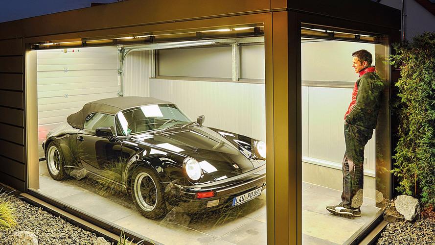 Il construit un garage vitré pour pouvoir admirer sa Porsche 911