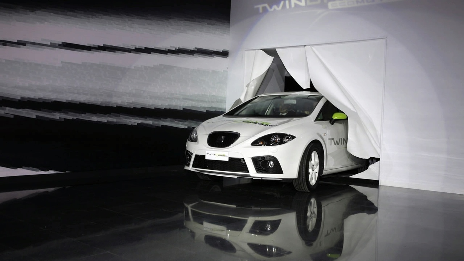 SEAT presents its electric car project to Spanish government