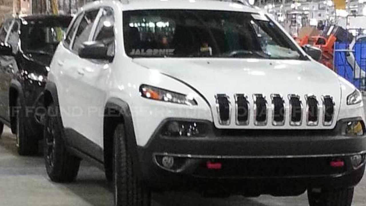 2014 Jeep Cherokee spy photo 22.2.2013
