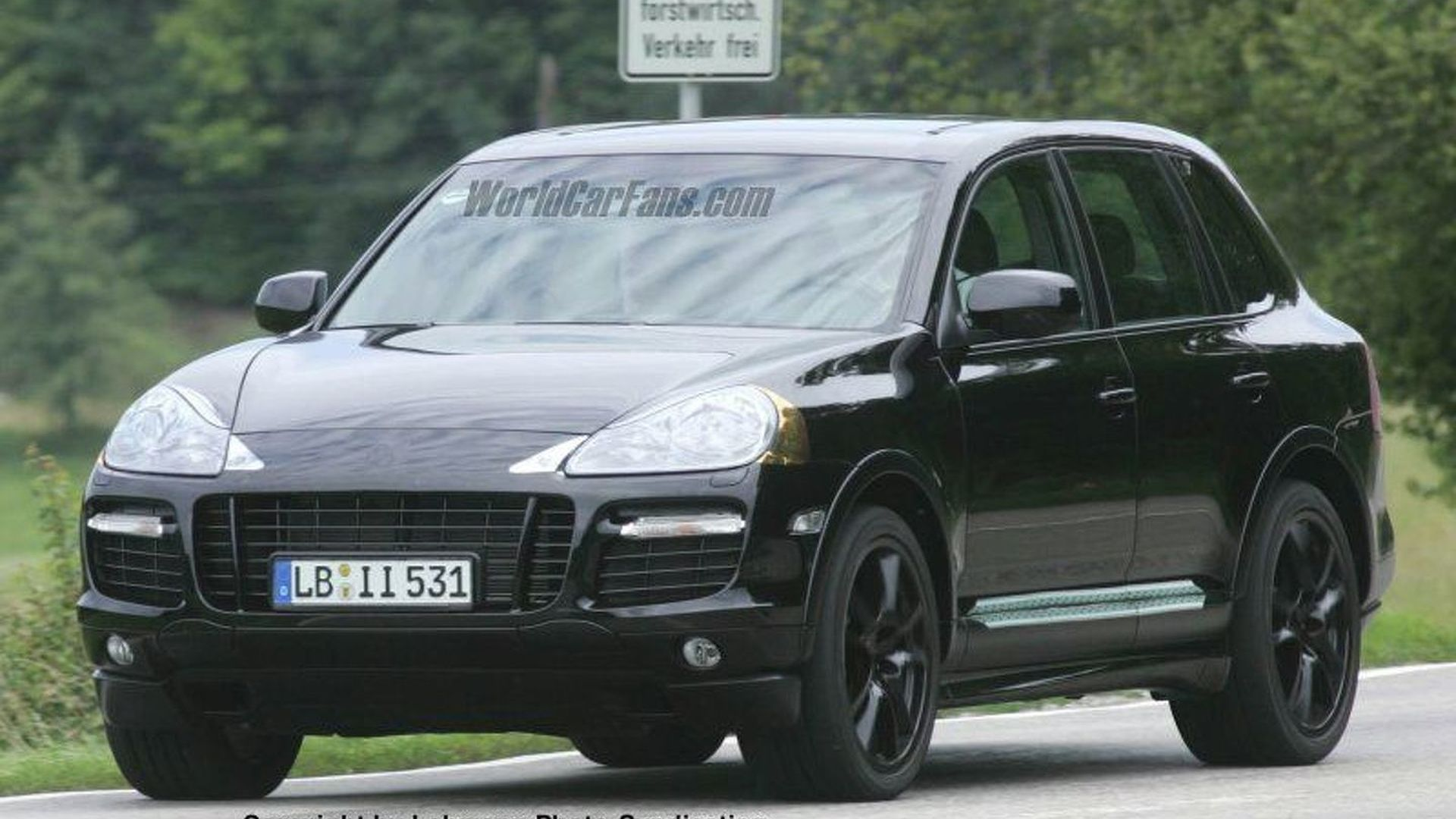 SPY PHOTOS: Porsche Cayenne Facelift Uncovered