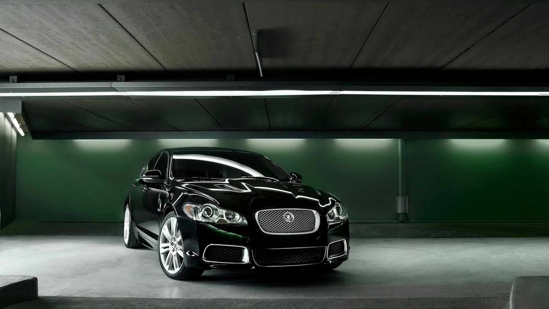 Watch the Jaguar XFR Hit 225 MPH
