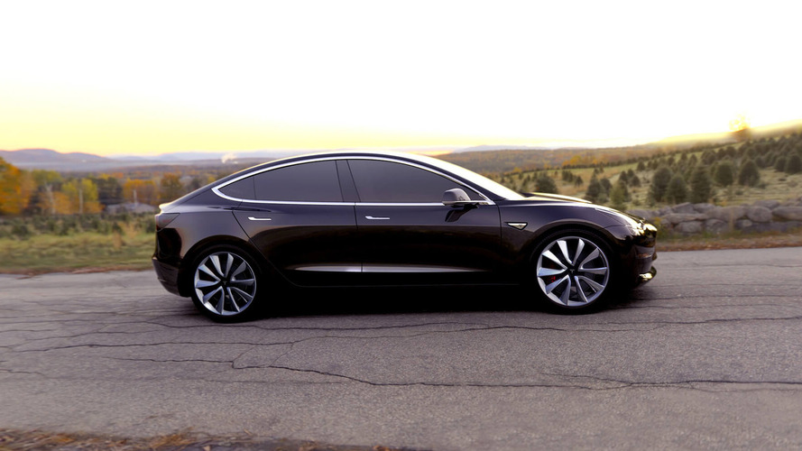 Tesla loses two execs before Model 3 production starts