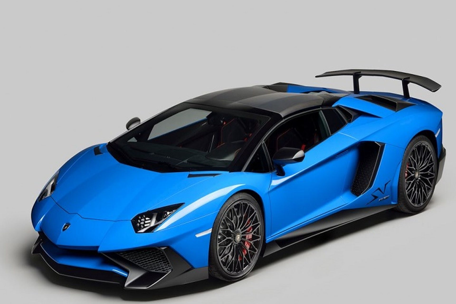 Chris Brown is Now the Proud Owner of a Lamborghini Aventador SV