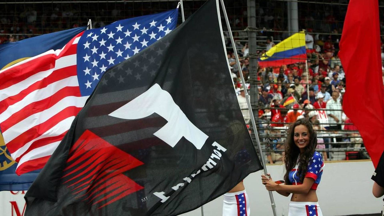 Grid Girls holding American and F1 flag, United States Grand Prix, 19.06.2005 Indianapolis, USA