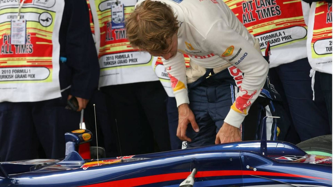 Sebastian Vettel (GER), Red Bull Racing looking at his brakes, Turkish Grand Prix, 29.05.2010 Istanbul, Turkey