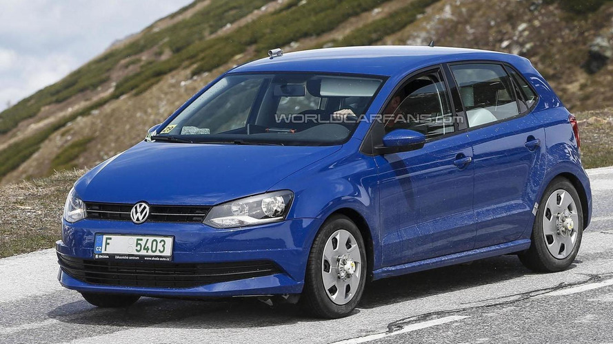 2014 Volkswagen Polo facelift spied virtually undisguised