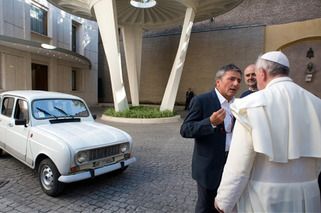 Pope Gifted 20-Year Old Renault by Italian Priest