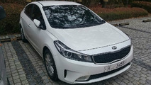 Kia Forte Sedan / K3 facelift spied without any camouflage