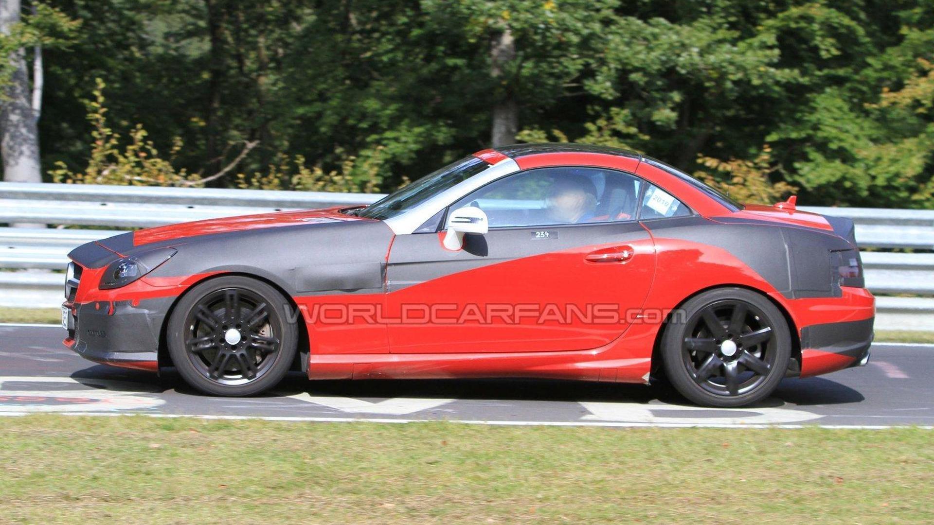 2012 Mercedes SLK reveals its nose on the Nürburgring