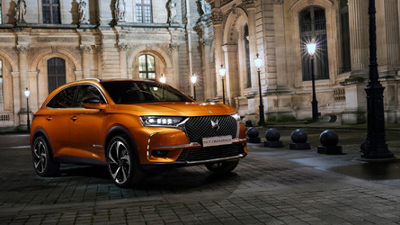 DS 7 Crossback SUV debuts with a hybrid engine, handsome design