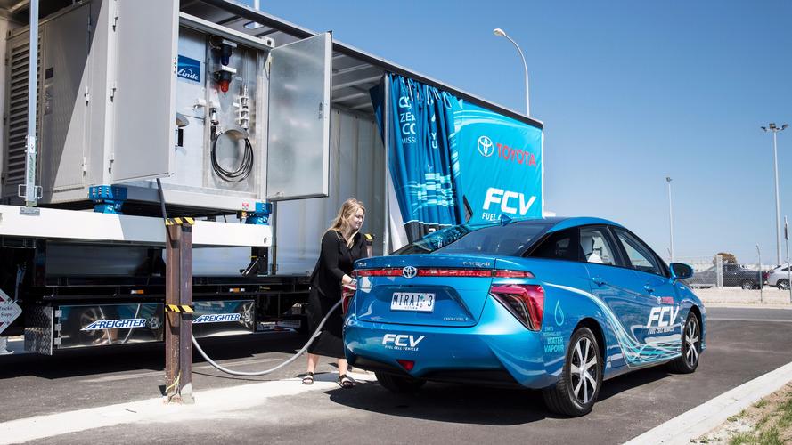 Toyota Australia builds a mobile hydrogen filling station