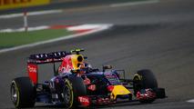 Kvyat struggling with pressure - Villeneuve