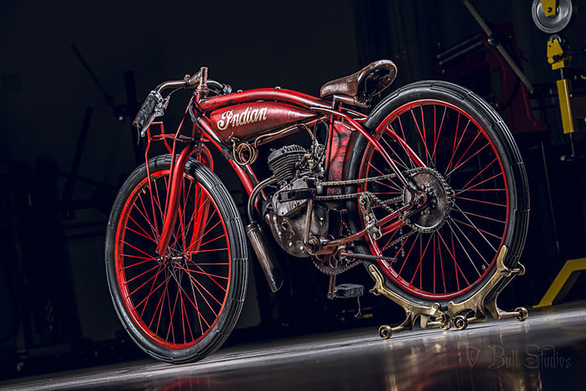 "Bull Motorcycles Brings the 1920 Indian ""Daytona"" Back to Life"