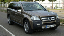 Mercedes GL-Class Facelift Spied Almost Undisguised