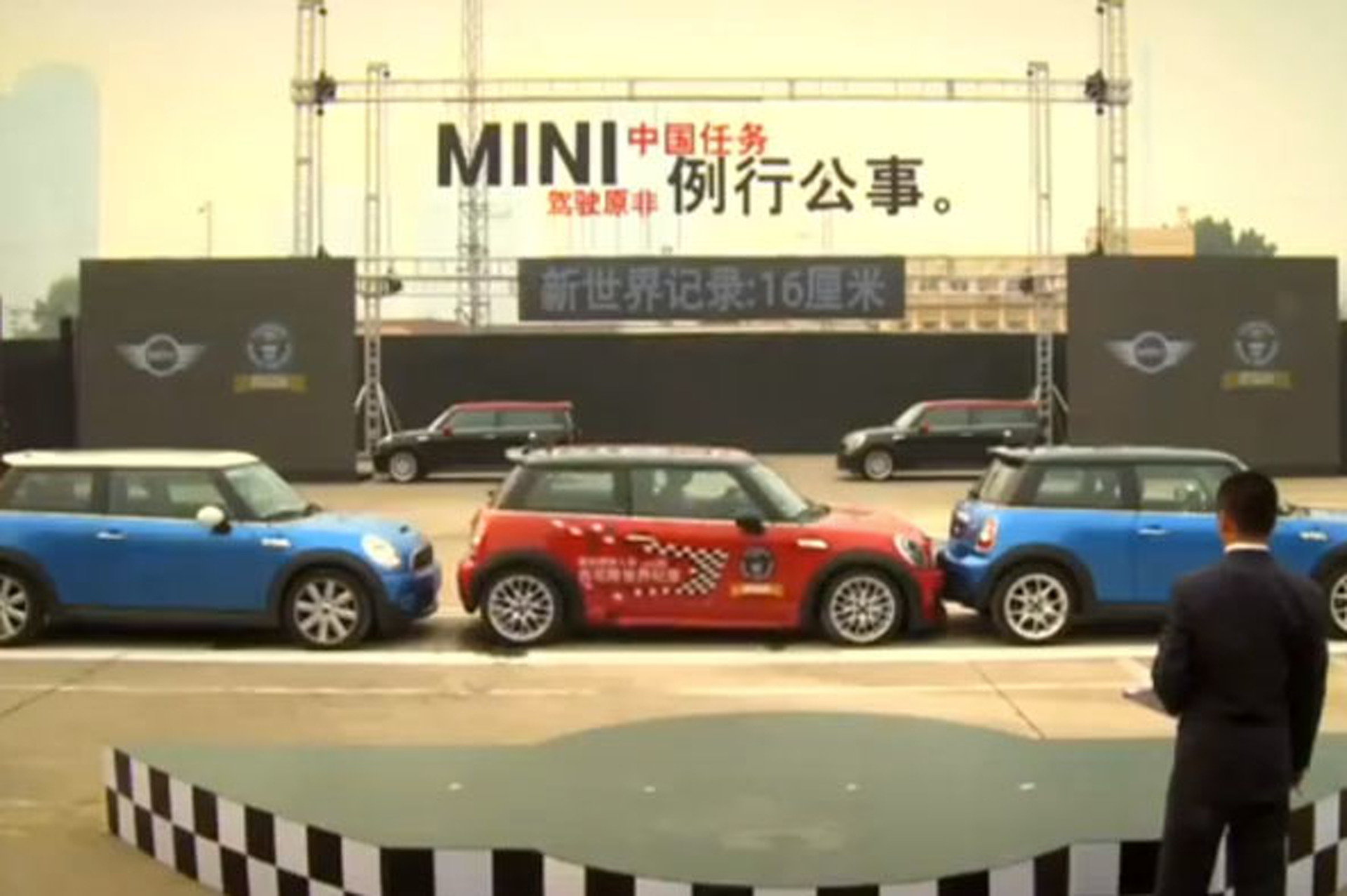 Video: MINI Destroys Parallel Parking Record