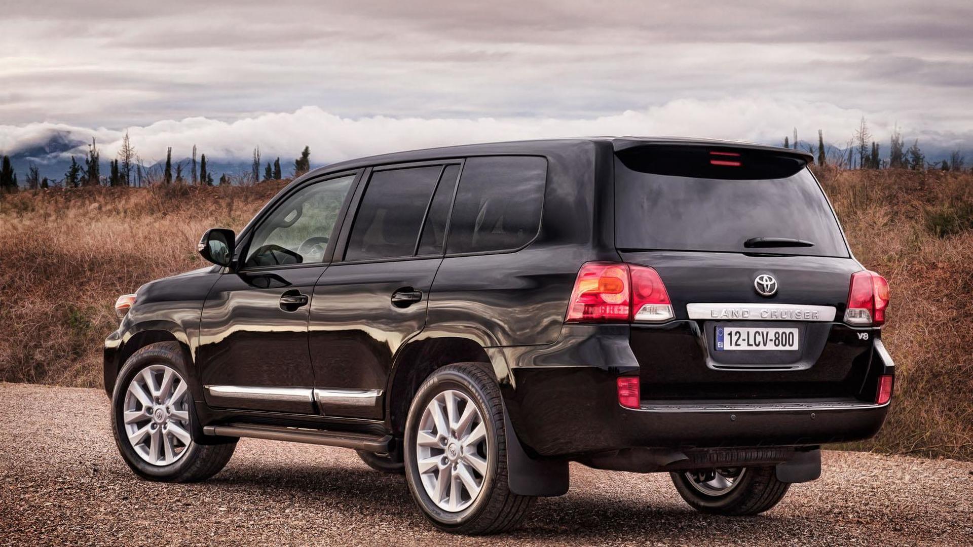 2013 Toyota Land Cruiser facelift revealed (US-spec)