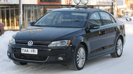 2013 Volkswagen Jetta Hybrid first look on the road