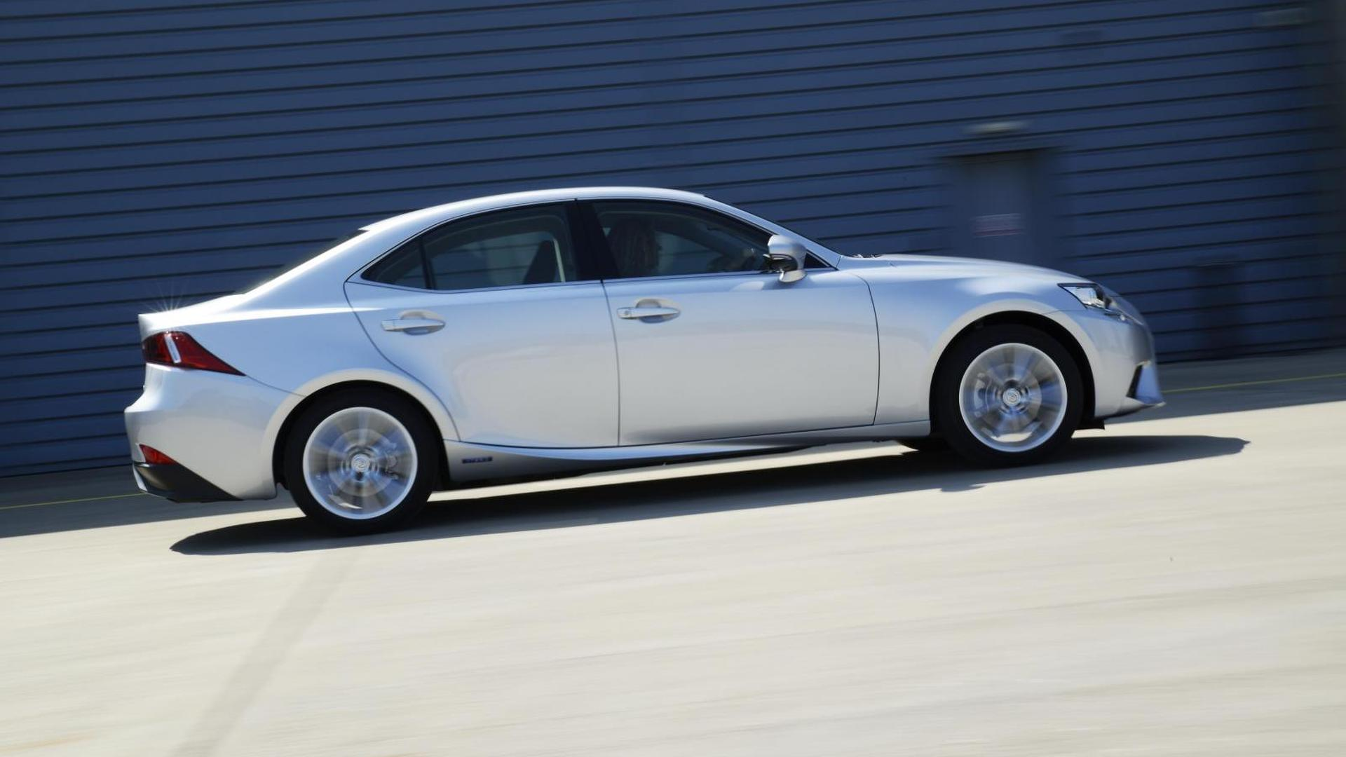 Lexus IS 300h Executive Edition introduced (UK)