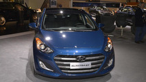 2016 Hyundai Elantra GT shows its new face in Chicago