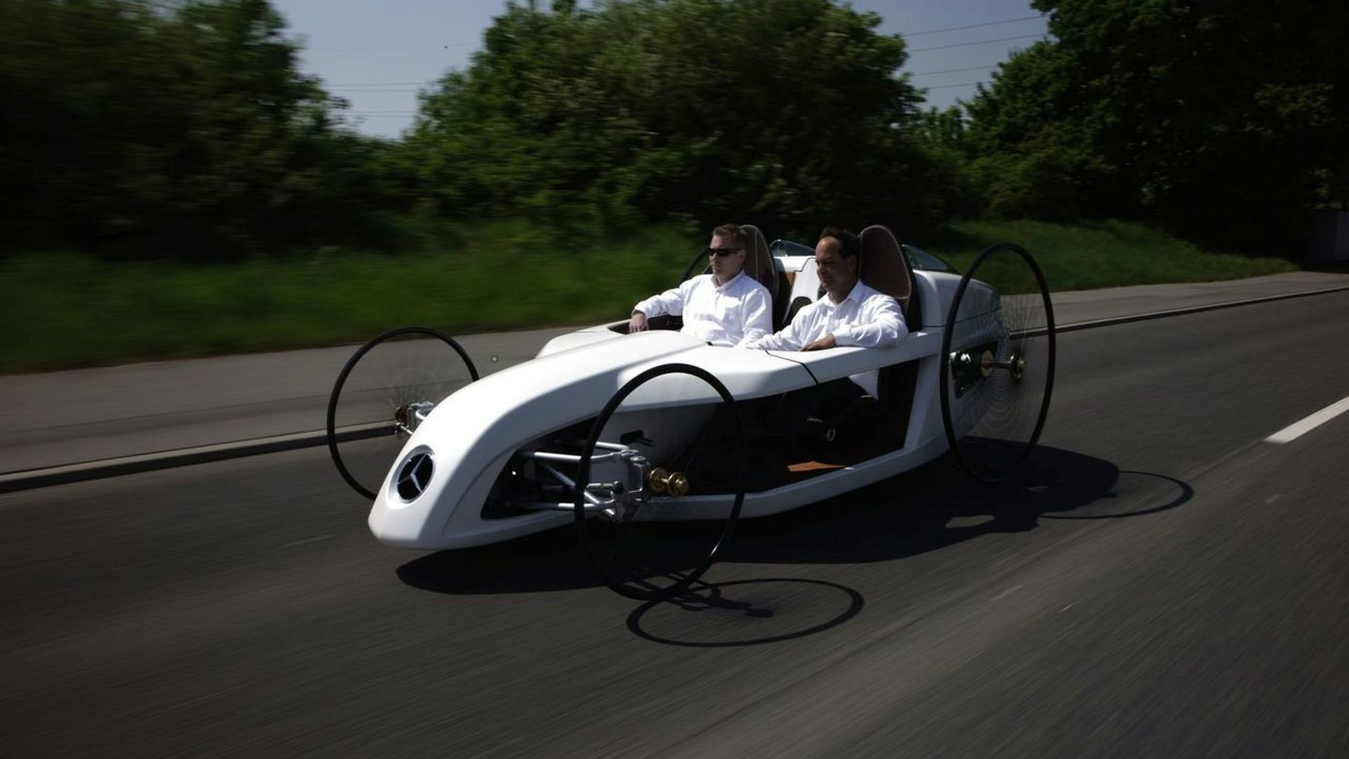 Mercedes F-CELL Roadster on the historic route of Bertha Benz