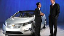 LG Chem President & CEO Kim Bahn-suk with GMs Chairman & CEO Rick Wagonerb