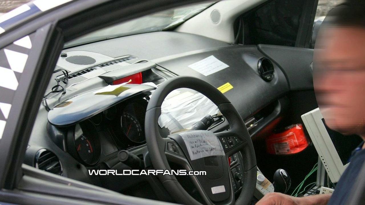 New 2010 Opel Meriva spy photos