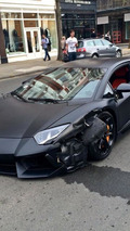 Matte black Lamborghini Aventador collides with BMW 320d in London [video]