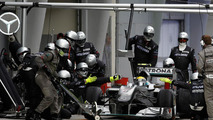Mercedes pit crew fastest in 2010 - analysis