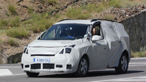 2012 Renault Scenic facelift spied for the first time