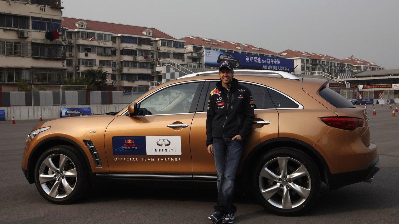Sebastian Vettel, Infiniti FX50, Chinese Grand Prix, 2011