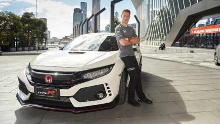 Honda Civic Type R Sounds Angry, F1 Driver Vandoorne Takes A Seat