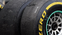 Ecclestone backs calls for F1 tyres overhaul