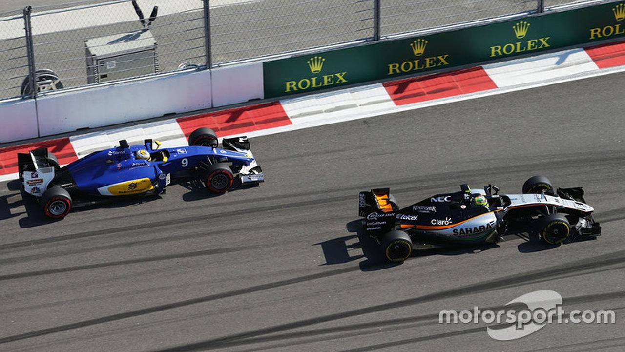 Sergio Perez, Sahara Force India F1 VJM09 leads Marcus Ericsson, Sauber C35