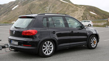 2016 Volkswagen Tiguan mule spy photo
